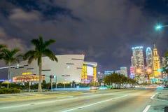 I stadens centrum Miami American Airlines arena Arkivfoton