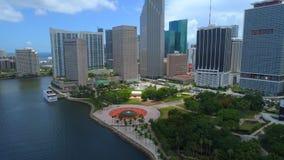 I stadens centrum Miami Bayfront parkerar