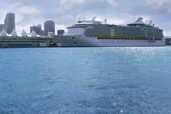 i stadens centrum miami för härlig fartygkryssning semester Royaltyfria Bilder