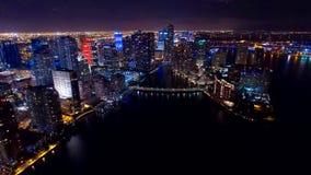 I stadens centrum Miami flyg- natthorisont Royaltyfri Fotografi