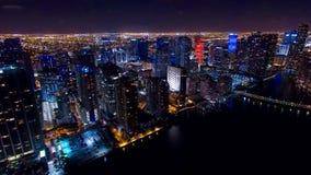 I stadens centrum Miami flyg- natthorisont Arkivfoto