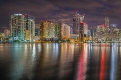 i stadens centrum miami miami Reflexion skyskrapor Royaltyfri Fotografi
