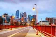 I stadens centrum Minneapolis, Minnesota på nighttimen Arkivfoton