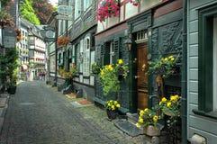 I stadens centrum Monschau, Tyskland Royaltyfri Fotografi