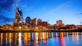 I stadens centrum Nashville, Tennessee Cityscape Skyline Across The Cumbe Arkivbilder