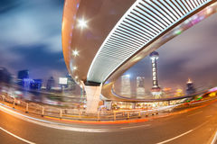 i stadens centrum natt shanghai arkivfoto