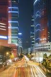 i stadens centrum natttrafik Royaltyfria Bilder