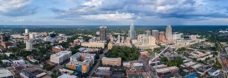 I stadens centrum Raleigh Skyline Royaltyfri Fotografi