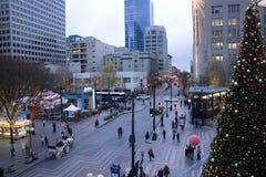 I stadens centrum Seattle med feriegarneringar Royaltyfria Bilder