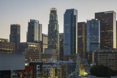 I stadens centrum sikt för solnedgång Royaltyfria Bilder