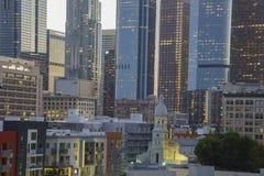 I stadens centrum sikt för solnedgång Arkivbilder