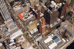 I stadens centrum sikt New York för öga för stadsgatafåglar Royaltyfri Bild