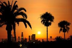 I stadens centrum solnedgång stock illustrationer