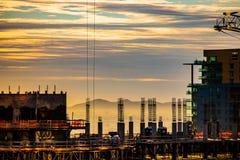 I stadens centrum soluppgång för Phoenix skyskrapakonstruktion royaltyfri fotografi