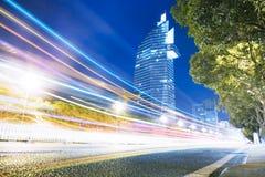i stadens centrum trafik Arkivfoto