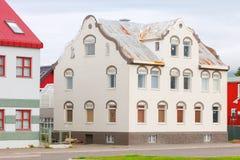 I stadens centrum typisk gata av Akureyri fotografering för bildbyråer