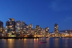 I stadens centrum Vancouver på natten Arkivbild