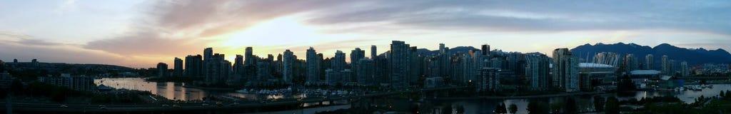 I stadens centrum Vancouver panoramasolnedgång Arkivfoton