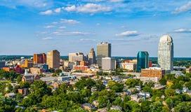 I stadens centrum Winston-Salem, North Carolina NC horisontpanorama royaltyfri bild