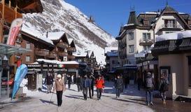 I stadens centrum Zermatt, Schweiz Arkivbild