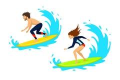 I surfisti della donna e dell'uomo che praticano il surfing la guida sulle onde hanno isolato il vettore royalty illustrazione gratis
