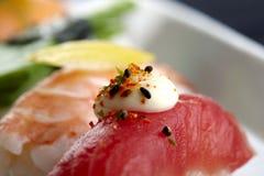 I sushi sono servito sulla zolla Immagine Stock