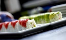 I sushi sono servito sulla zolla Fotografia Stock Libera da Diritti