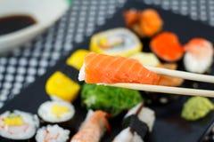 I sushi tengono i bastoncini Fotografia Stock