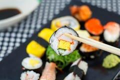 I sushi tengono i bastoncini Fotografia Stock Libera da Diritti