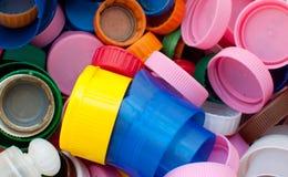 I tappi di bottiglia di plastica si chiudono su Fotografie Stock