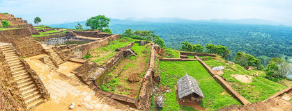 I terrazzi sulla roccia di Sigiriya immagine stock
