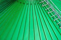 I tetti del silos di grano con i trasportatori della ruspa spianatrice hanno attaccato a loro Un magazzino moderno di grano e di  Fotografia Stock