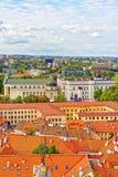I tetti osservano sul quadrato della cattedrale in vecchia città a Vilnius Fotografie Stock Libere da Diritti
