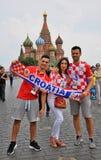 I tifosi croati posano per le foto sul quadrato rosso a Mosca Fotografia Stock Libera da Diritti