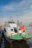 I traghetti è al bacino a Tientsin il giardino del panino Fotografia Stock