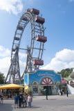 I traghetti spingono dentro il parco di divertimenti Vienna di Prater Immagini Stock