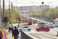 I tram sono sulle rotaie in relazione ad un incidente di traffico sul Immagine Stock Libera da Diritti