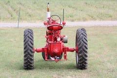 I trattori agricoli, aspettano per lavoro Fotografia Stock Libera da Diritti