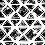 I triangoli ed i quadrati in bianco e nero hanno invecchiato il modello senza cuciture di lerciume etnico geometrico, vettore illustrazione di stock