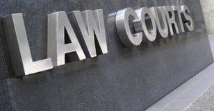 I tribunali firmano dentro l'acciaio inossidabile Fotografia Stock Libera da Diritti