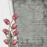 I tulipani rossi con il taccuino rivestono sul muro di mattoni del fondo royalty illustrazione gratis