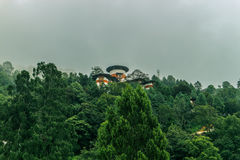 I tum-Dzong (torre dell'orologio) hanno individuato sopra Trongsa Dzong ed alloggia un museo aperto di recente, Bhutan Fotografie Stock Libere da Diritti