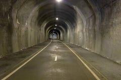 I tunnelen - underjordisk väg Royaltyfri Fotografi