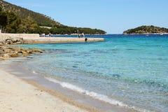 I turisti che enjoiying la loro vacanza sulla spiaggia Fotografia Stock