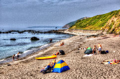 I turisti e gli ospiti Portwrinkle tirano la baia in secco Cornovaglia Inghilterra Regno Unito di Whitsand in HDR colourful Fotografie Stock