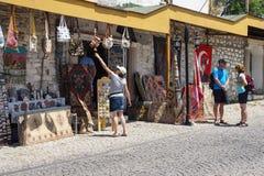 I turisti esplorano Immagini Stock