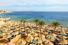 I turisti sono sulla vacanza all'hotel popolare Immagine Stock
