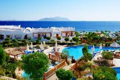 I turisti sono sulla vacanza all'hotel popolare Fotografie Stock