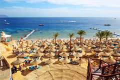 I turisti sono sulla vacanza all'hotel popolare Fotografia Stock