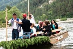 I turisti trasportano sul fiume di Dunajec, a sud della Polonia Fotografie Stock Libere da Diritti